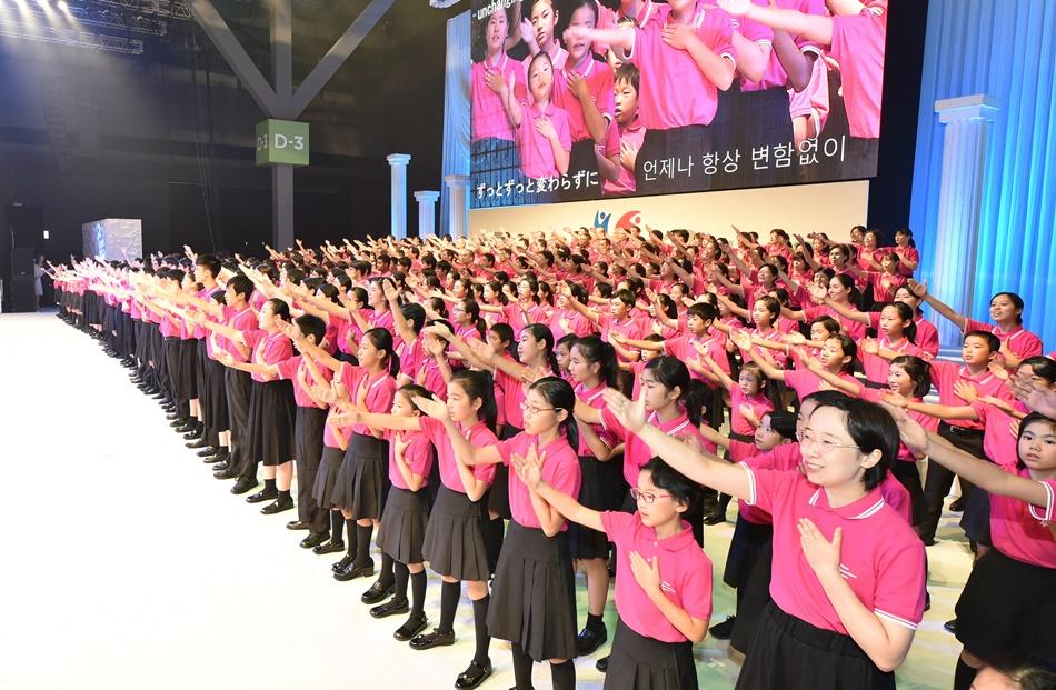4 1세대 2세대 3세대가 함께하는 삼세대합창단 공연.JPG