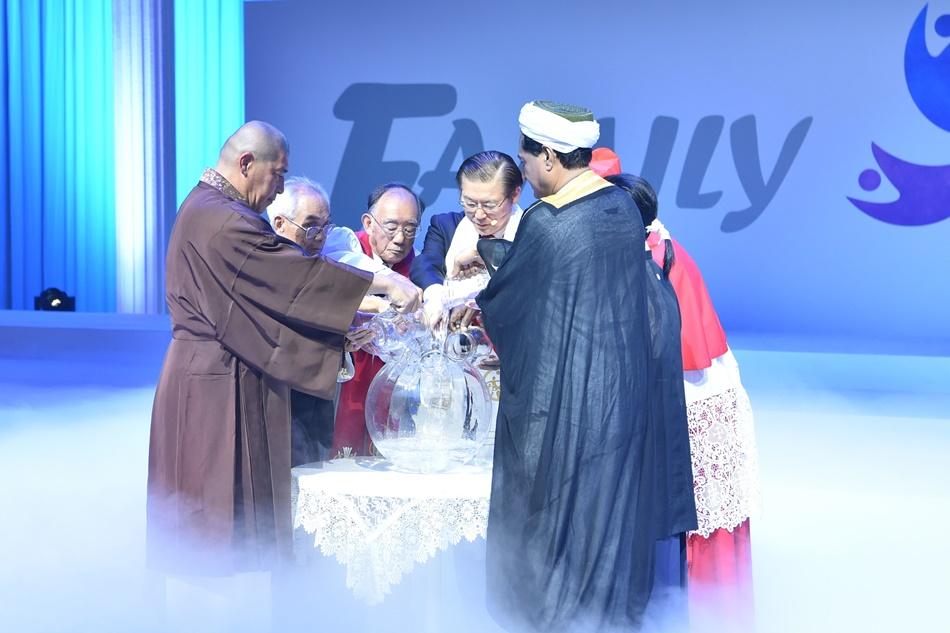 8 7대 종교단체 대표 평화의 합수의식.JPG